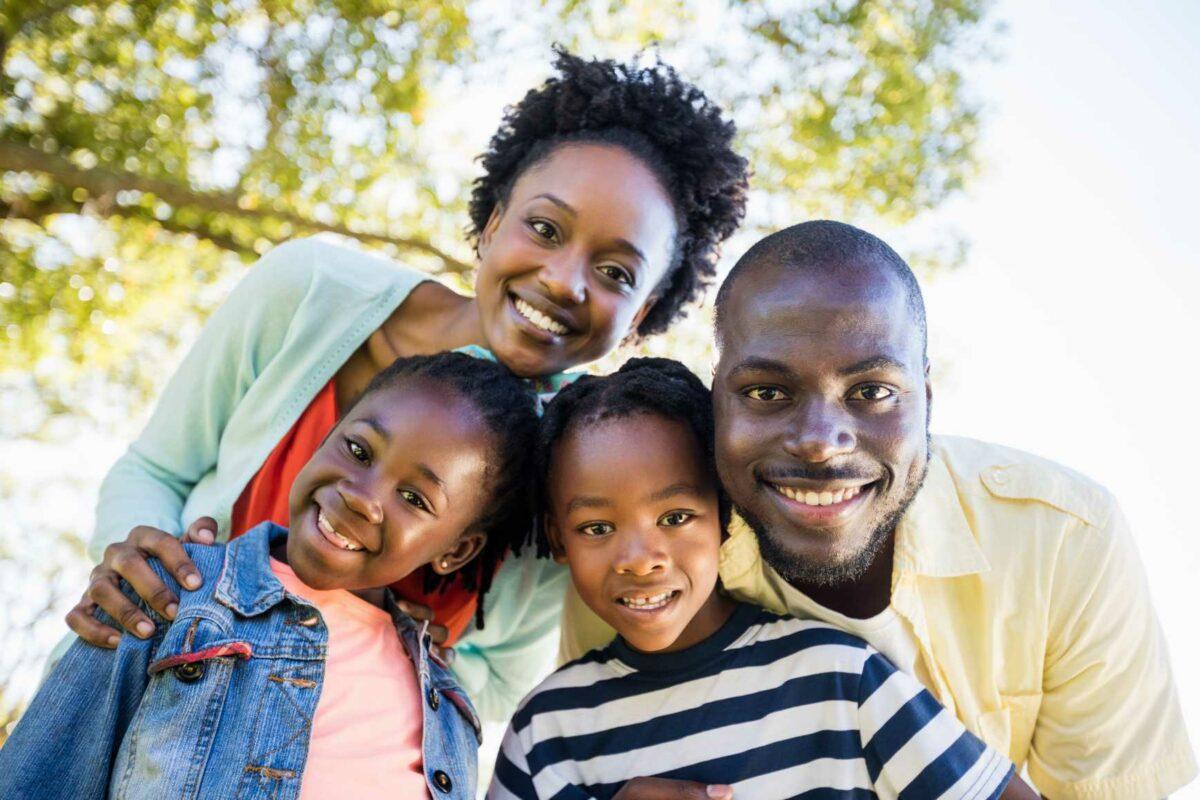 2a Menor Familia feliz posando para foto Desperta Debora
