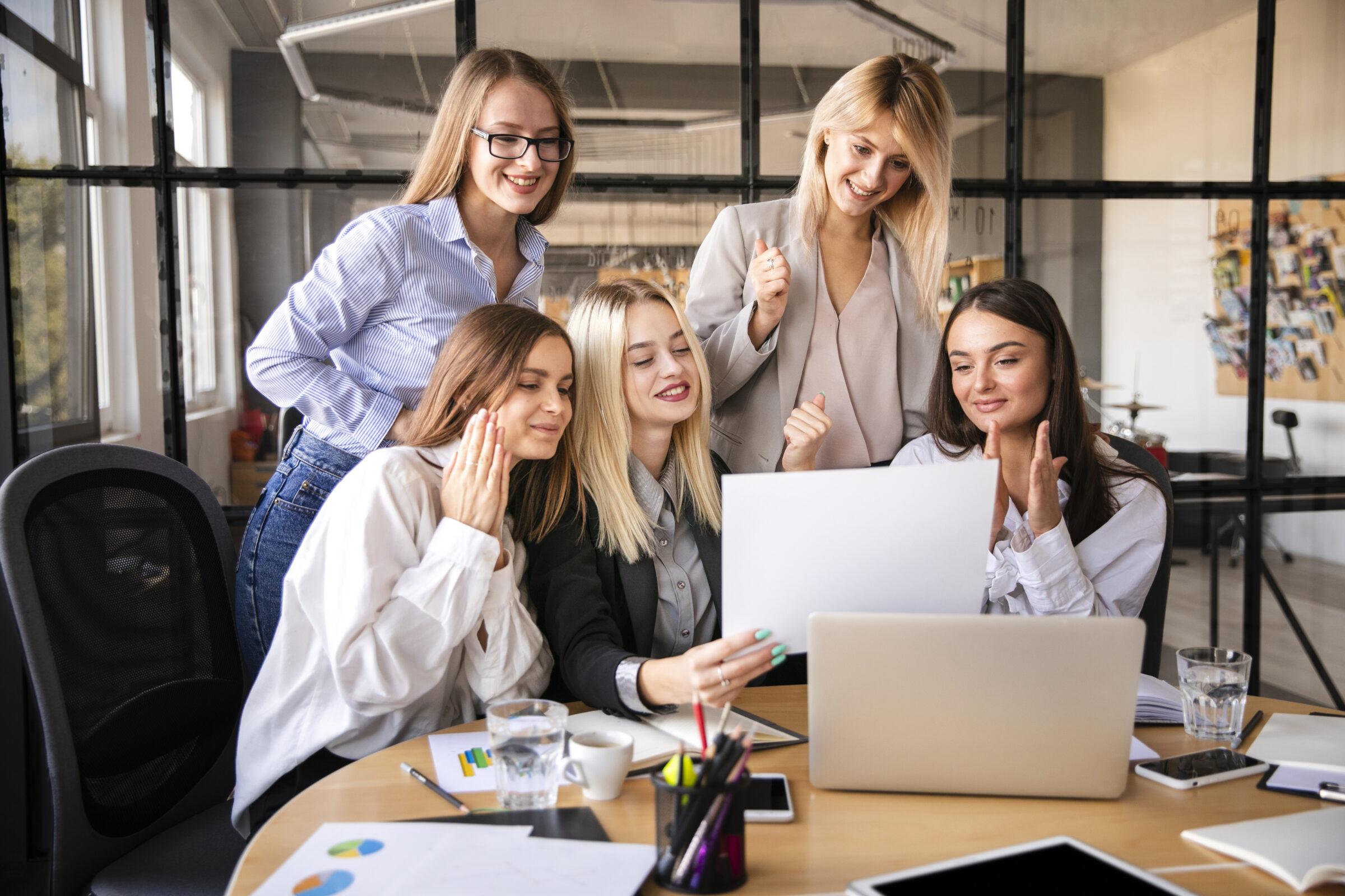 Equipe de mulheres trabalhando 3 Desperta Debora