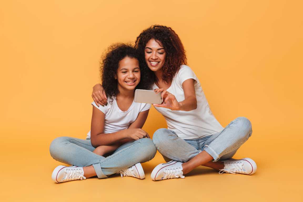 mae e filha adolescente como amigas e ensinando a obediencia na pratica Desperta Debora